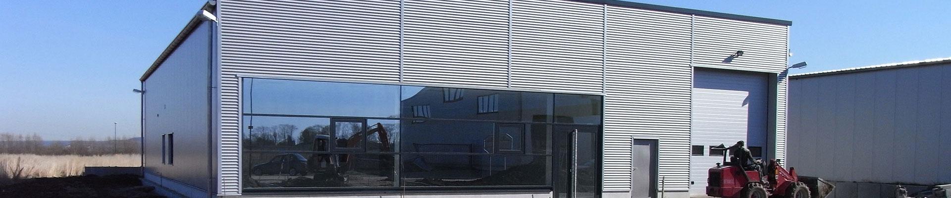 Gewerbehalle mit Verkaufsraum